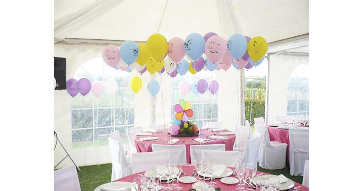 decora con globos personalizados el banquete de tu bautizo