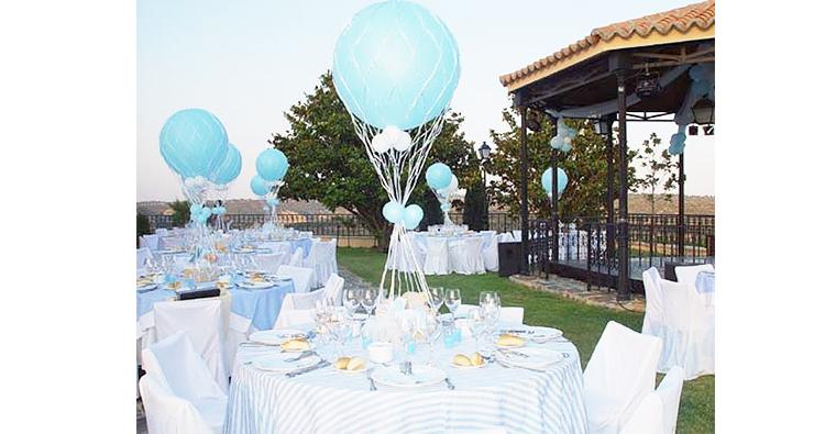 centros de mesas con globos especiales para bautizos