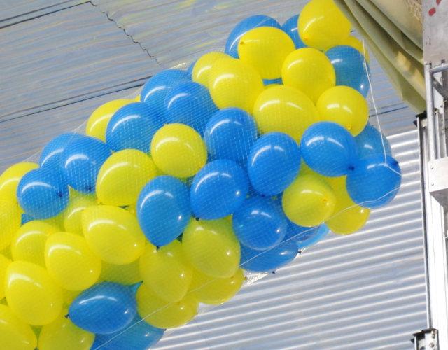 Caída de globs en polideportivo para finalizar la competición deportiva