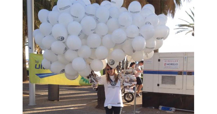 reparto masivo de globos publicitarios
