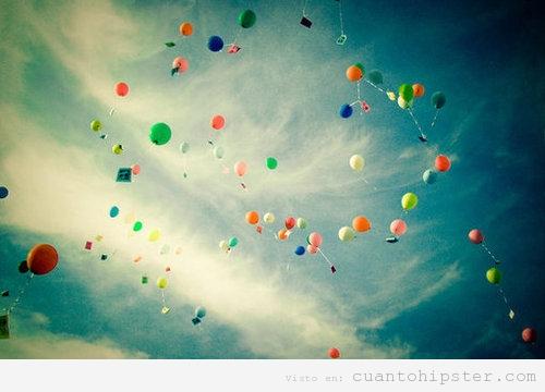 Llama la atención con globos de helio y sueltas de globos
