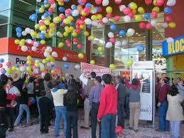 Suelta de globos para inauguración de tienda