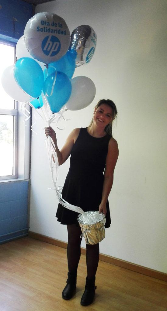 Ramos de globos plateados y blancos