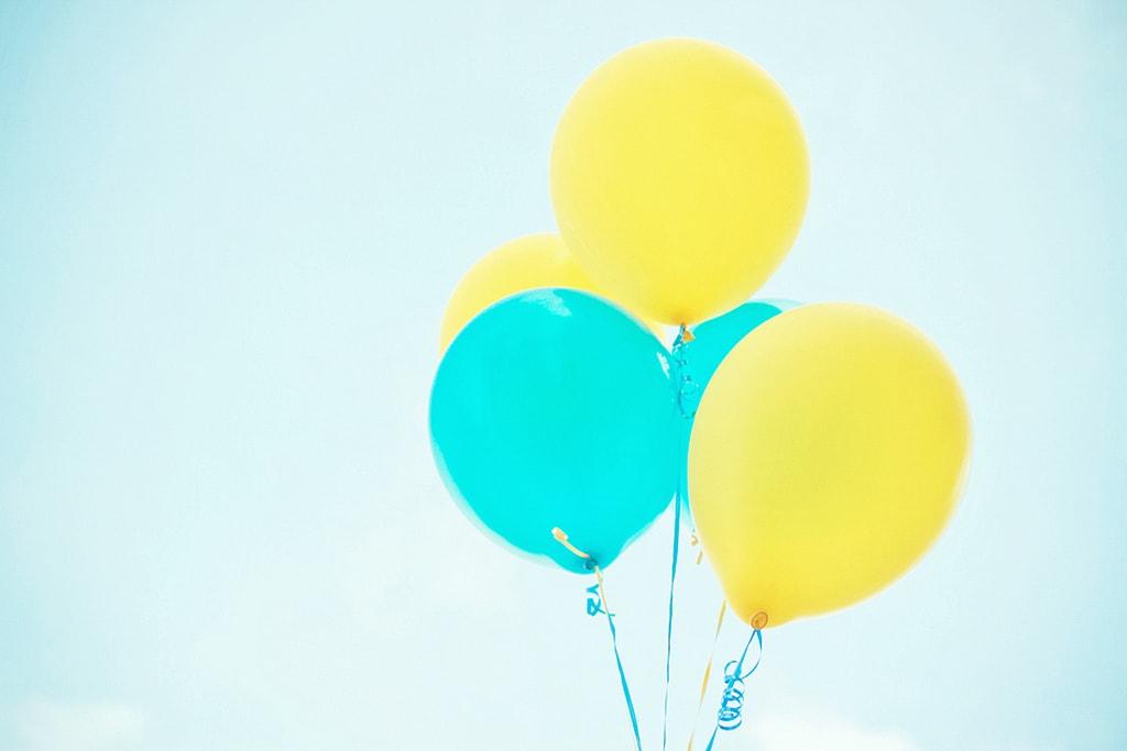 Suelta de globos por el dia mundial del medio ambiente